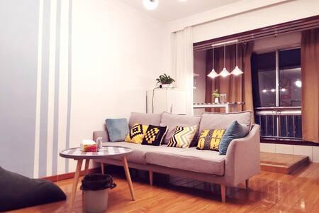 【暮光之城—7】市中心大十字附近独立一居室公寓