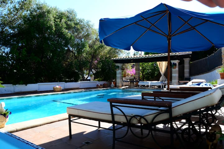 Private apartment with shared pool and sea view . - Cas Català - Apartamento