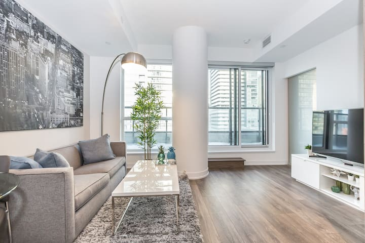 Luxury Condo Heart of Downtown Toronto