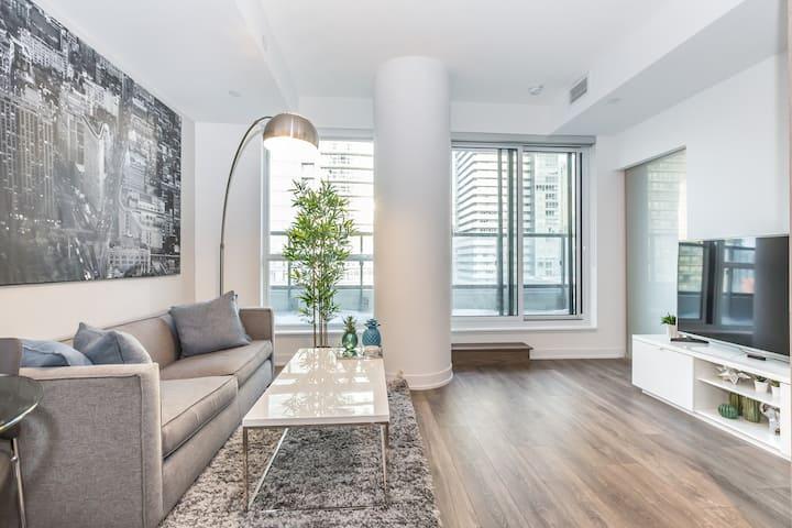 Luxury Condo Heart of Downtown Toronto