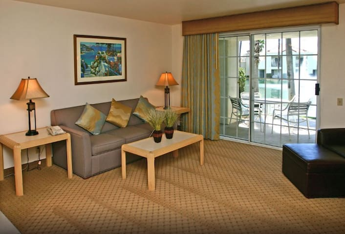 Beautiful Indian Wells Resort style condo