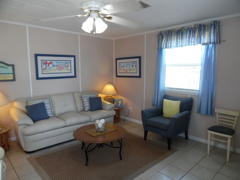 Newly refurbished Cottage in the Dunes with new queen sleeper sofa