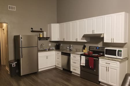 Spacious 1 bedroom house close to FSU and Downtown