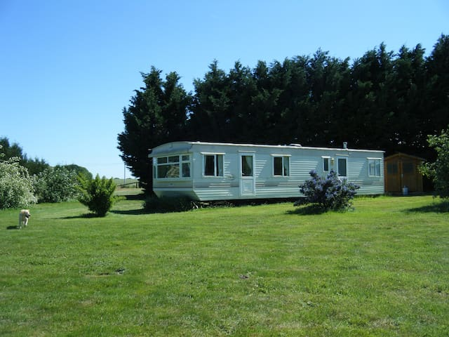 Lovely two bedroomed caravan/mobile home. - Montourtier - Diğer
