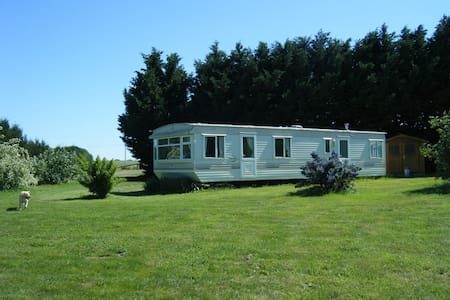 Lovely two bedroomed caravan/mobile home. - Montourtier - Lain-lain
