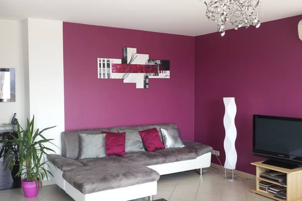 Modern and confortable apartment apartments for rent in for Salon center aubagne