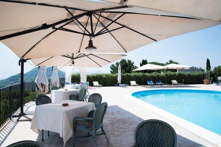 Eolian Residence con piscina, appartamento trilo