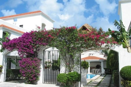 Casa Martillo Condo #1,  Two  bdrm, 4 blks to sea - San Miguel de Cozumel - Apartment