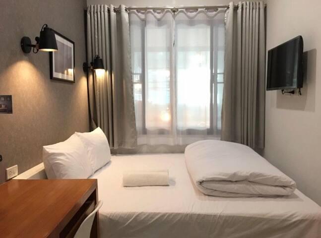 Comfy bedroom with Queen bed