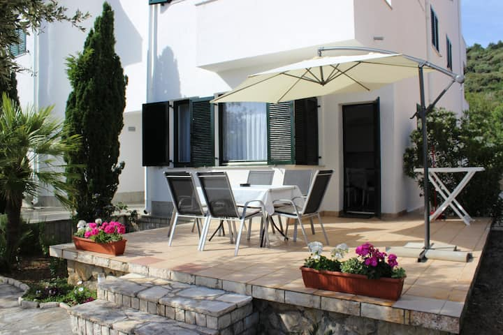 Big apartment 80m2 with garden terrace