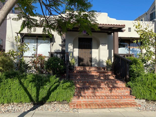 Bungalow in the Heart of Hillcrest/Mission Hills