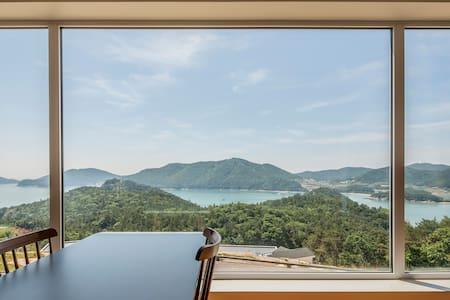 White Villa with Great Oceanview - Goheung-gun