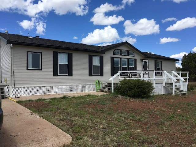 Elk Ridge,  36 acres, room to ride and play! Wi-fi
