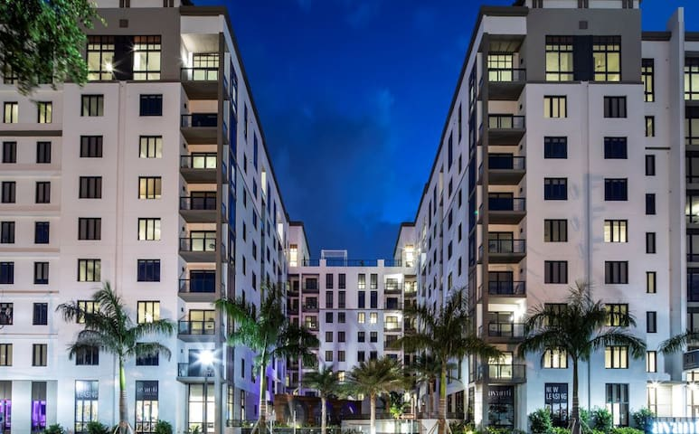 Gorgeous Mid-rise in Downtown St Pete w/ 2 pools