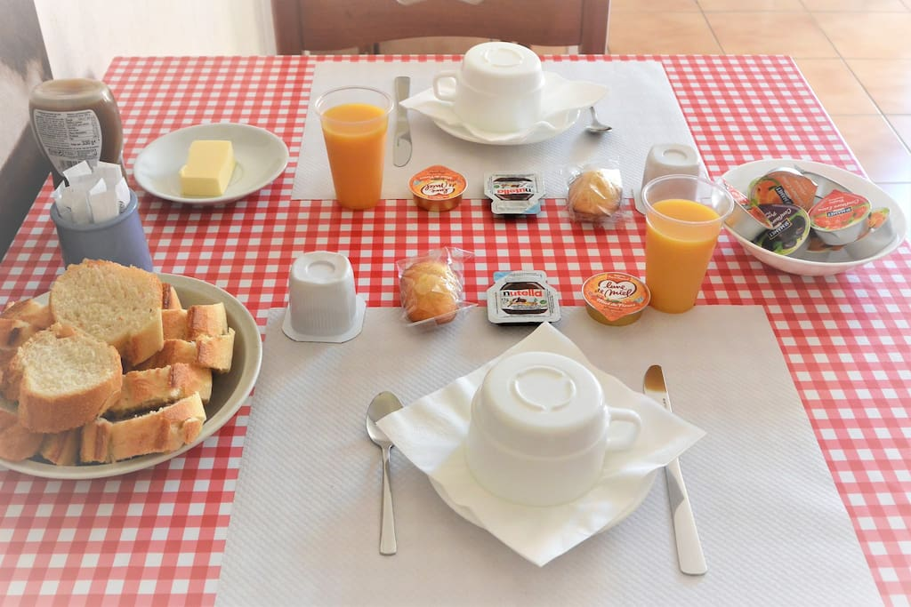 petit(s) déjeuner(s) compris