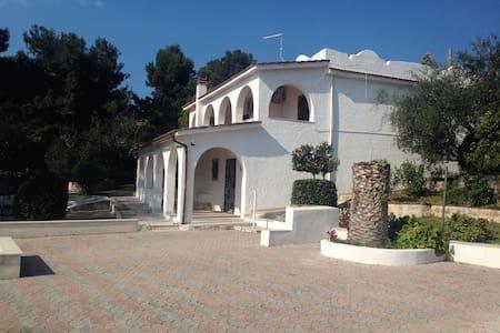 Villa sul lago - Ischitella - Villa