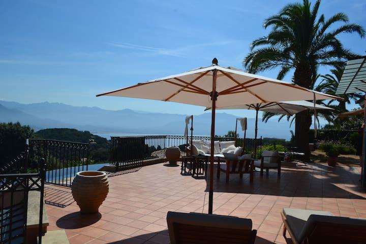 Belle villa piscine vue mer et montagne 10 pers - Ajaccio - Villa