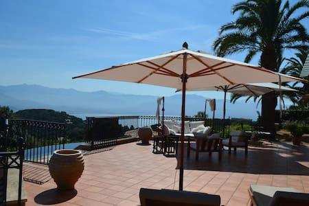 Belle villa piscine vue mer et montagne 10 pers - Ajaccio - วิลล่า