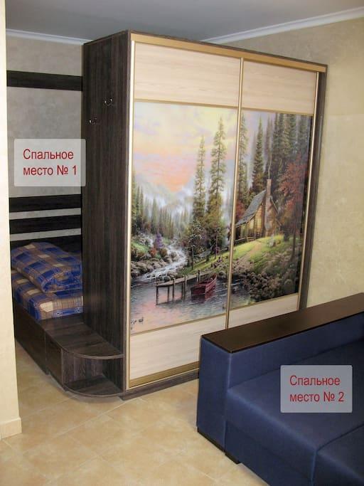 Спальные места № 1 и № 2 - кровать (двуспальная), раскладной мягкий уголок (двуспальный), шкаф