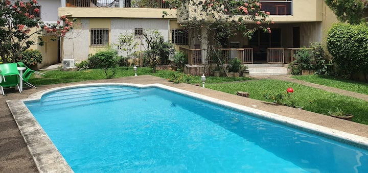Studio with pool & garden all services included