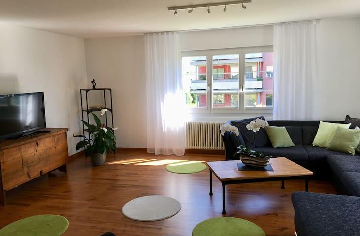 Wohnung mit Garten nahe Zürich + Flughafen