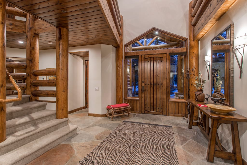 Two story entry way