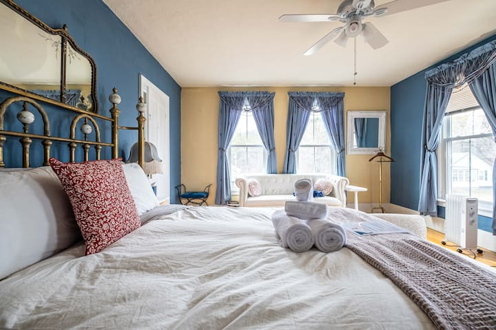 Bedroom #3 on the 2nd floor with a Queen size bed. With the comfortable, luxurious, fresh linens and a high quality mattress, you're assured a comfortable night of sleep. This room is connected with Bedroom #6 (Kid's Bedroom) - perfect for families!