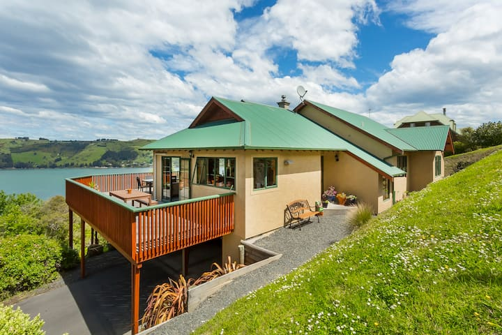 Native Bush and Harbour Views - Dunedin - Huis