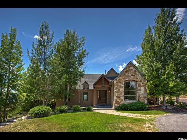 Luxury Home with Exquisite Mountain Views!