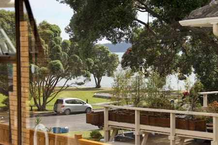 Puhinui Holiday Flat by the sea. - Snells Beach