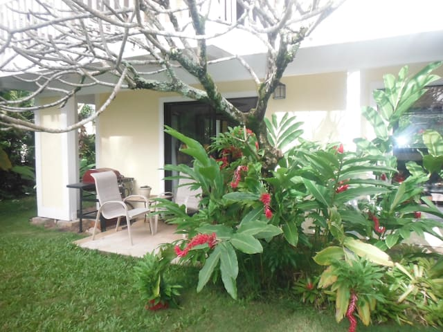 Relaxing 1 bedroom apartment on golf course - Princeville - Apartment