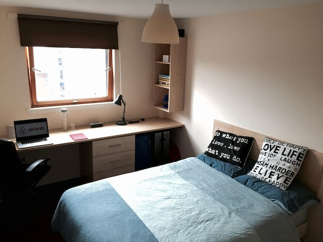 Minimalist room - Dundee - Wohnung