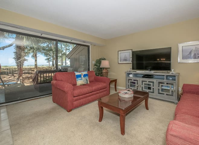 Tastfully decorated villa with great views of Calibogue Sound