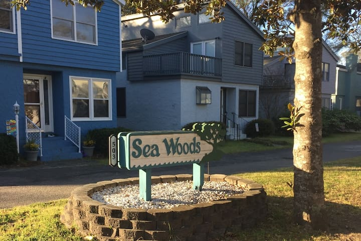 Sea Woods... a lovely complex w/ 6 Patio homes.