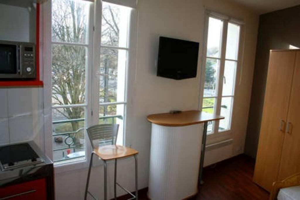 beau studio meuble n 3 hypercentre appartements louer caen normandie france. Black Bedroom Furniture Sets. Home Design Ideas