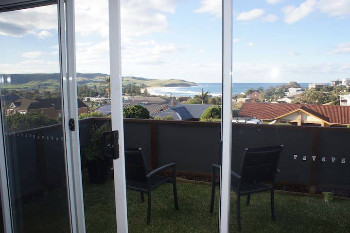 """Sea Vue Petit"" - Self Contained Room with a View - Gerringong - Apartment"