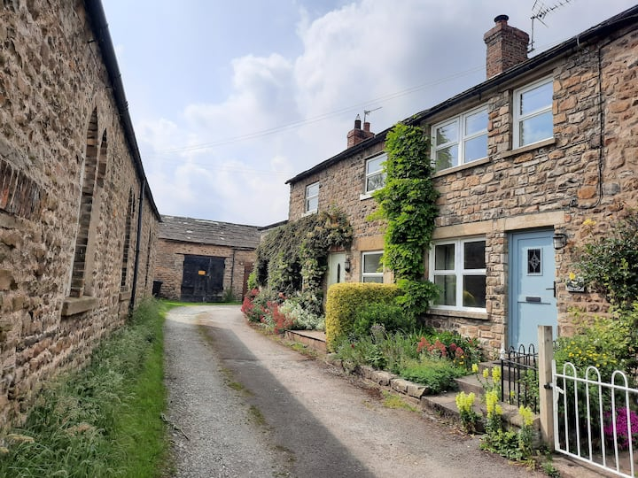 Charming and pet-friendly dales cottage