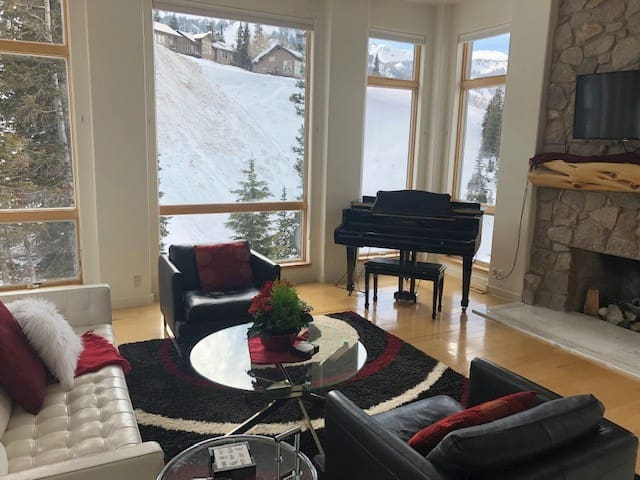 On-Mountain Dream Vacation Chalet Snowbird