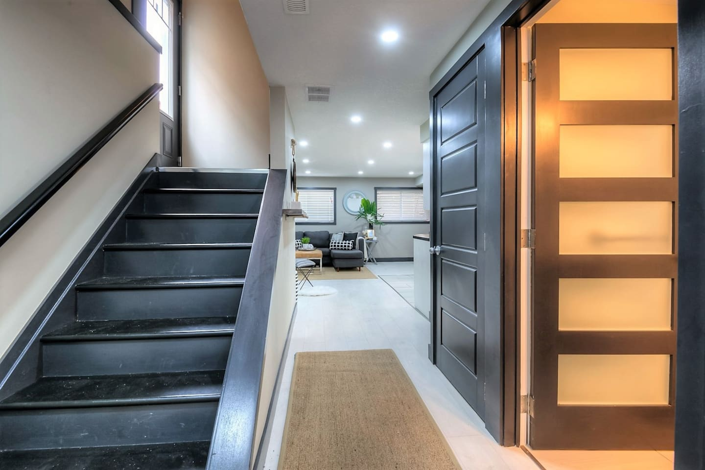 Spacious basement space equipped with amenities to guarantee a comfortable stay