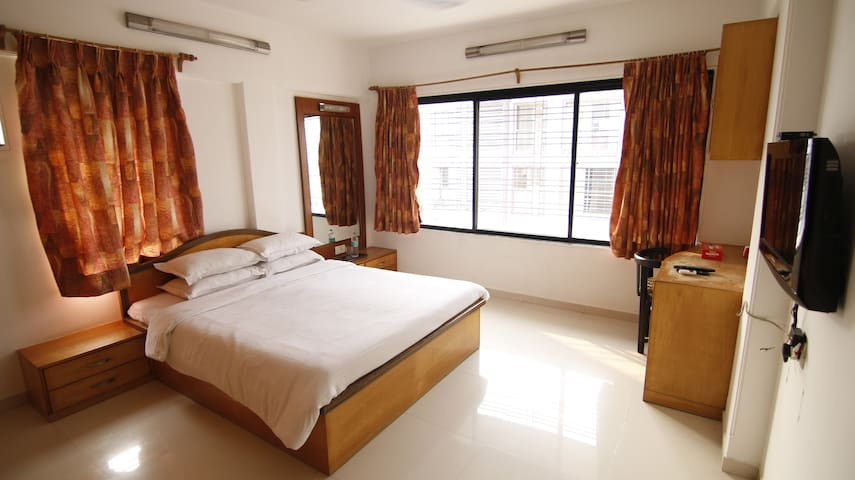 Private room near BKC in Bandra East, R10.1
