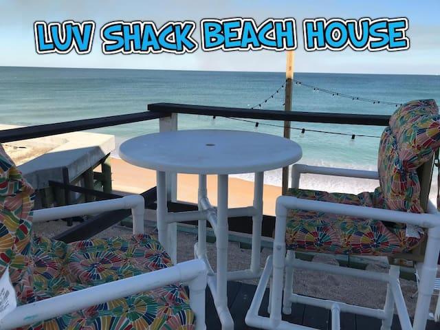 THE LUV SHACK~ Romantic Beachfront Apt.~ Sleeps 4