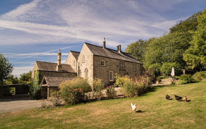 Stables House at Lomberdale Hall. 4 to 6 guests