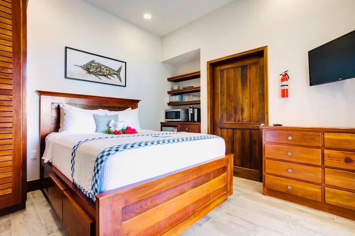 Luxury Beachfront Studio - Cobia Room