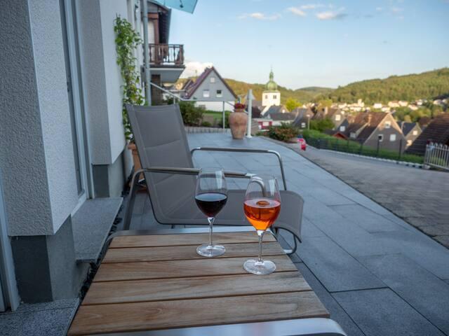 Talblick in moderner 80 qm Wohnung/eigenem Eingang