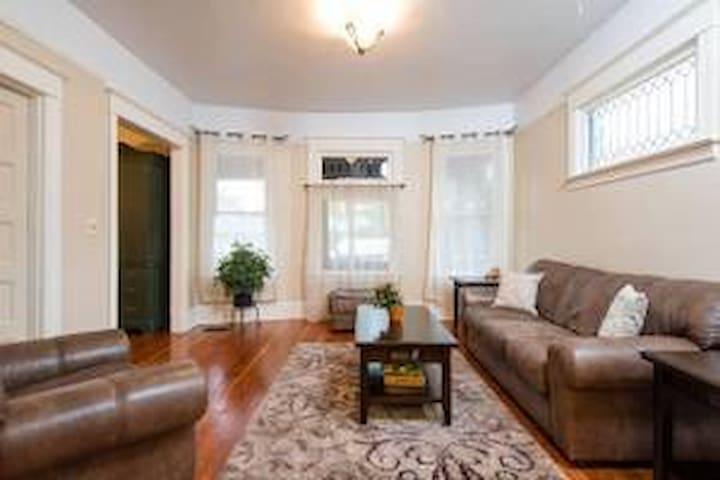 Comfy Bedroom in Heart of NE PDX