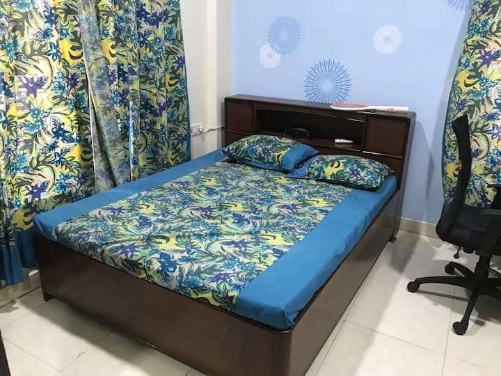 Affordable Stay at Vashi with AC-Free WiFi
