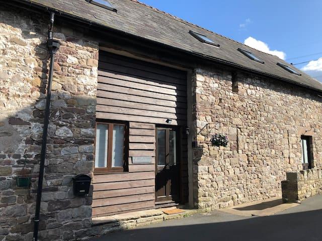 Lilac Cottage, near Abergavenny, Brecon Beacons