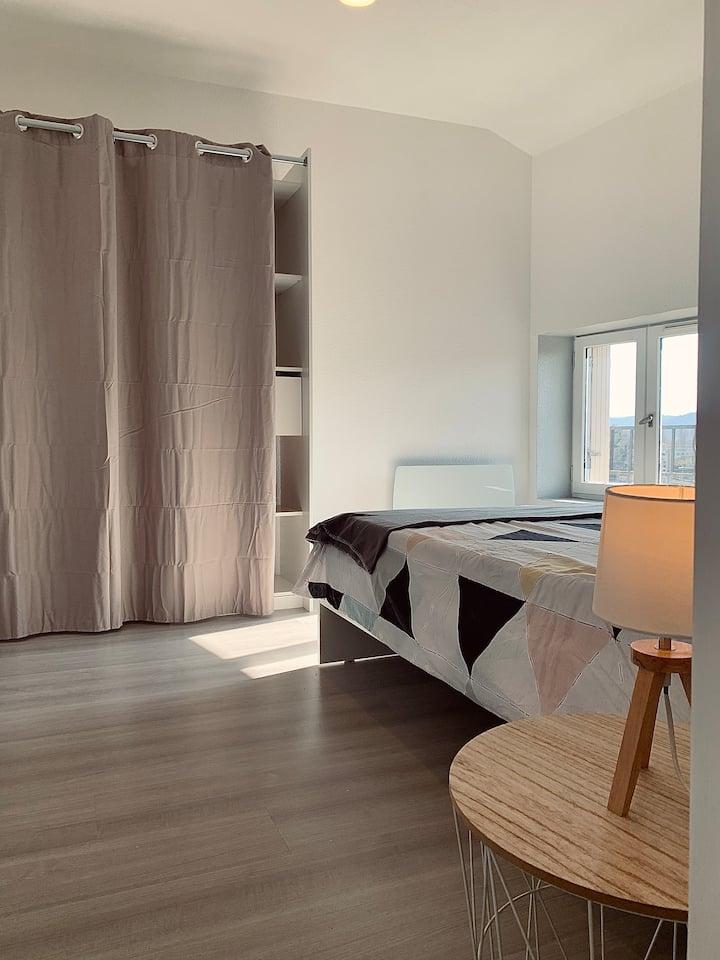 Appartement Chaleureux avec 2 grandes chambres