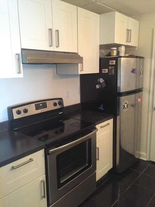 Kitchen: stove and fridge