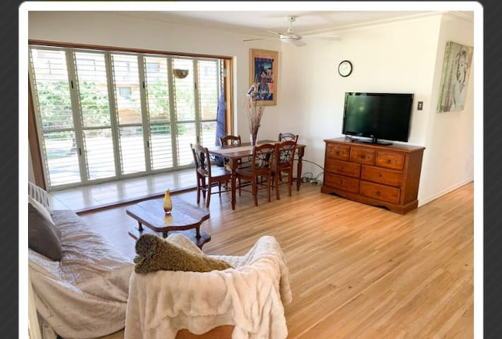 3 bd appartment on beautiful chevron surfers